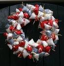 Strikjeskrans-kerst-grijs-rood-wit