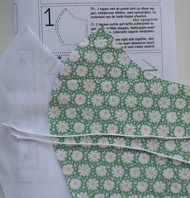 Bouwpakketje mondkapje groene print / wit