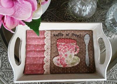 wit dienblaadje met Koffie of Thee quiltje